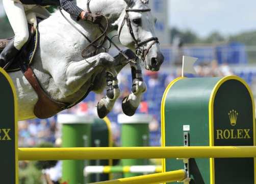 Luciana Diniz POR riding Winningmood breed BWP