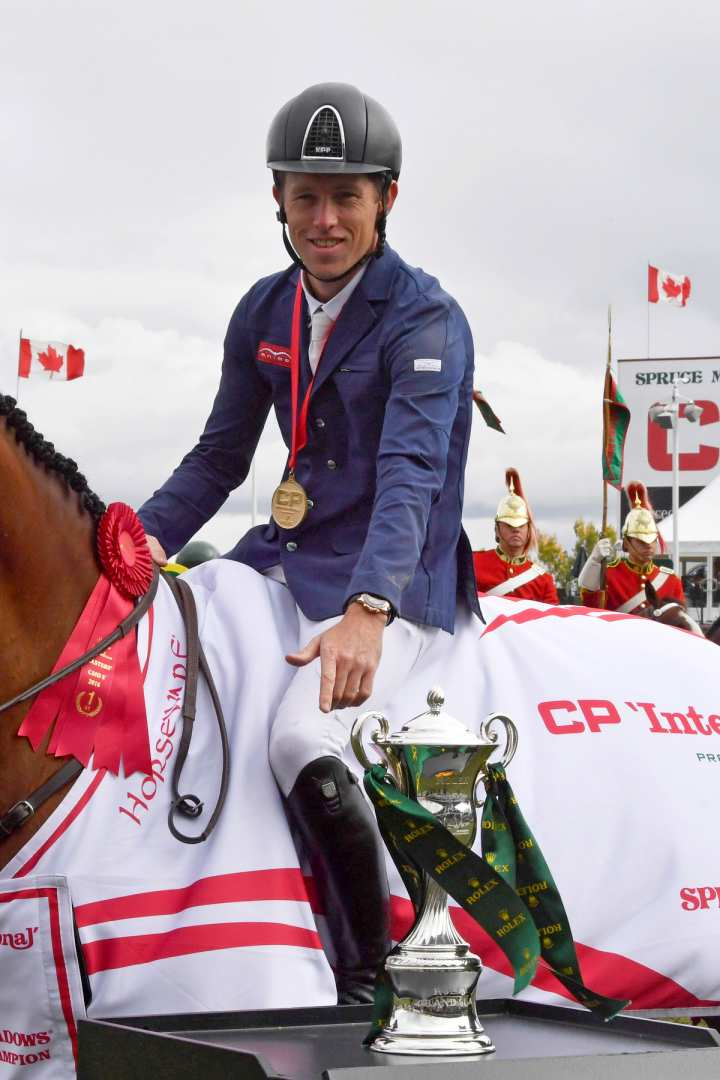 "The picture shows Scott Brash and ""Ursula"", winners of the ""CP 'International', presented by Rolex"", with the Rolex Grand Slam Trophy in the ""International Ring"" of Spruce Meadows. (picture: Rolex Grand Slam of Show Jumping/Kit Houghton)."