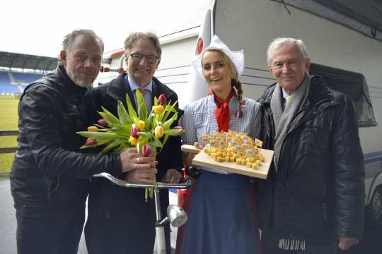 (Photo: ALRV/ Holger Schupp). It shows Frau Antje with from left to right Uwe Brandt, Frank Kemperman und Carl Meulenbergh.