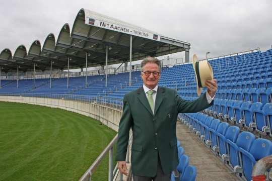 (Foto: ALRV) Turnierdirektor Frank Kemperman im berühmten grünen Ornder-Sakko