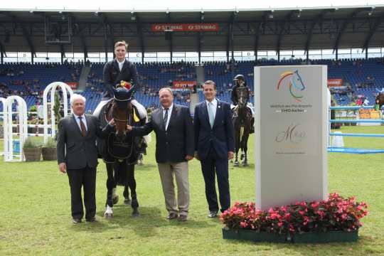 Prize giving ceremony Germany's U25 Jumping Trophy of the German Top Equestrian Sport Foundation, Prize of the Müter Family  Photo: CHIO Aachen / Michael Strauch